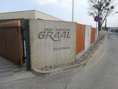 Elewacje i ogrodzenia z betonu architektonicznego