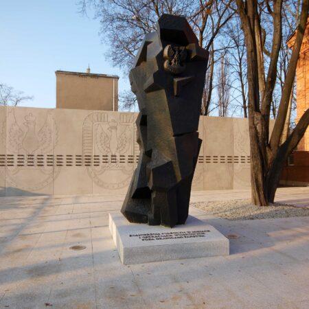 Pomnik zolnierzy poleglych w misjach i operacjach wojskowych poza granicami panstwa realizacja klinika betonu compressed