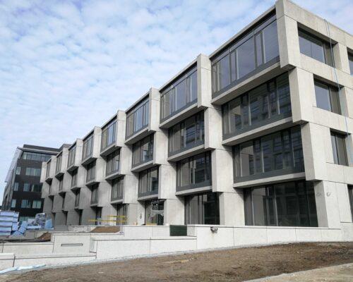 Biurowiec p4 warszawa elewacja betonowa klinika betonu 15 compressed