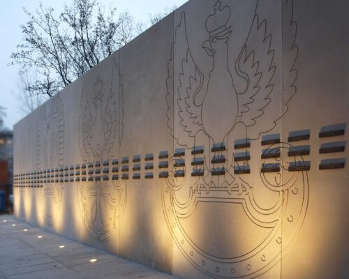 Pomnik zolnierzy poleglych w misjach i operacjach wojskowych poza granicami panstwa realizacja klinika betonu 2 compressed