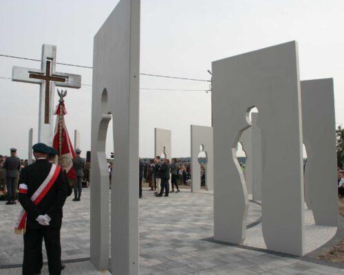 Pomnik szaniawy realizacja klinika betonu compressed